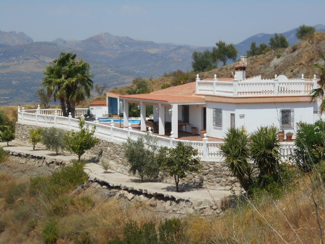 3 BED VILLA IN LOS ROMANES FOR SALE