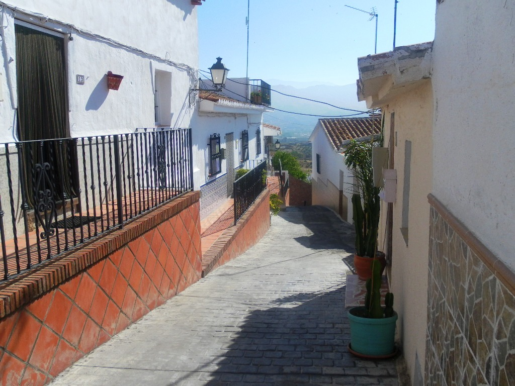 1 BEDROOM VILLAGE HOUSE FOR SALE – BENAMOCARRA
