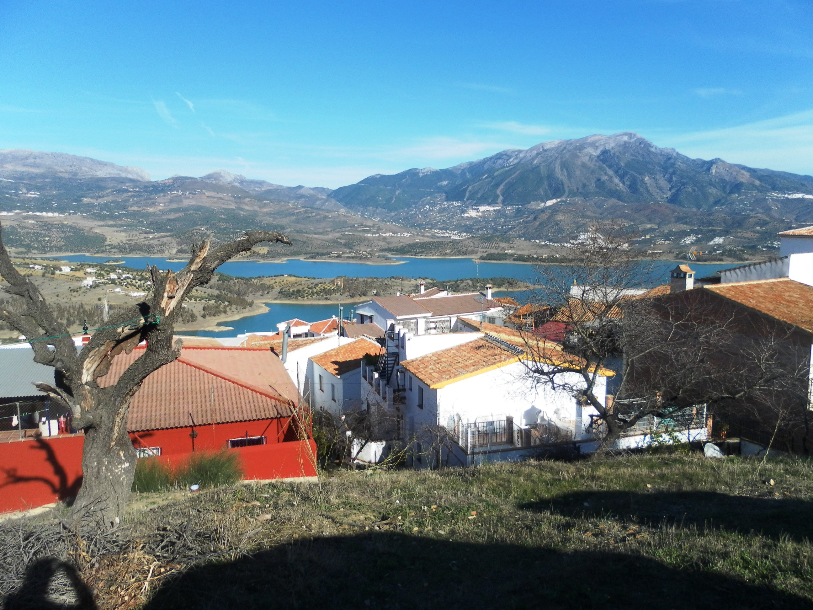 URBAN LAND WITH LAKE VIEWS LA VINUELA