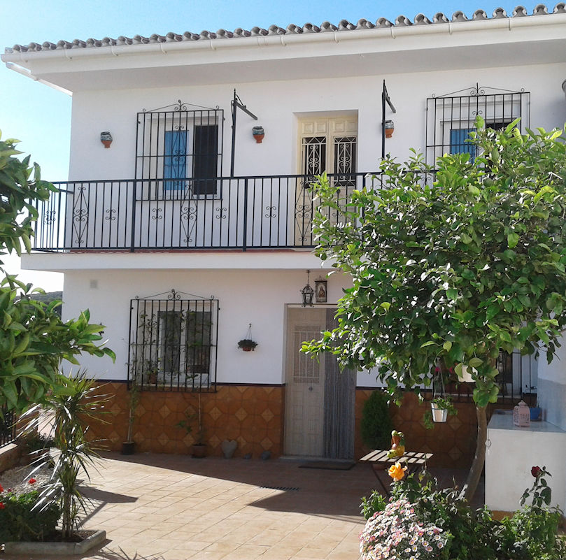 3 BED VILLAGE HOUSE IN CUTAR FOR SALE