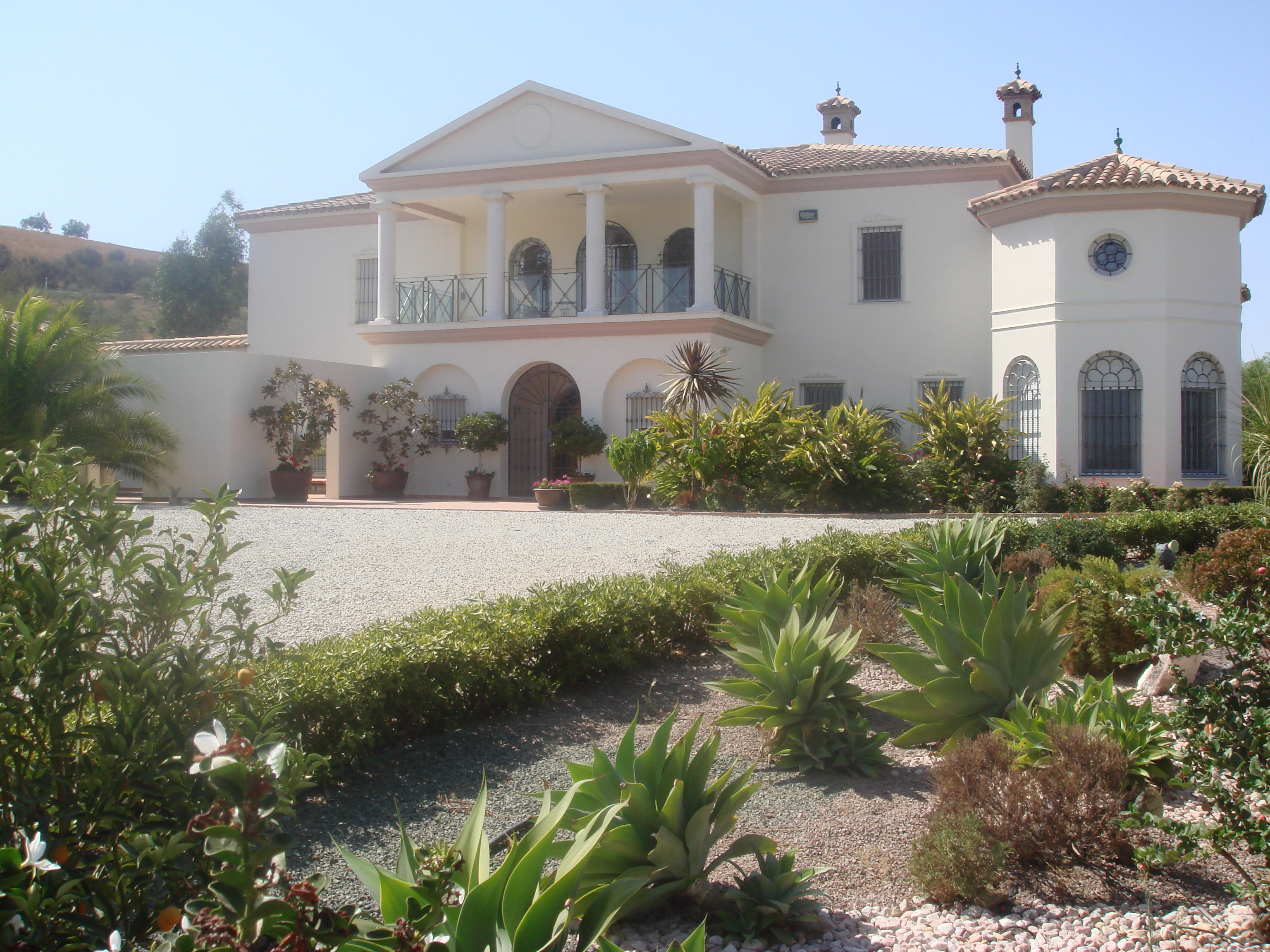 A FABULOUS SPANISH HOUSE 5 BED IN VINUELA – FOR SALE