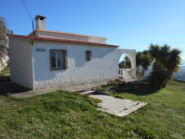 2 BED VILLA IN ARENAS FOR SALE