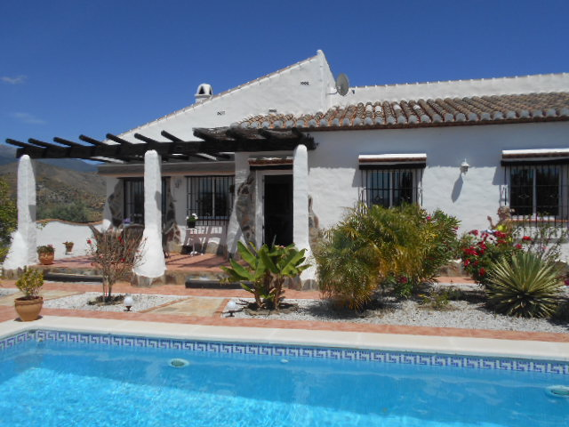 STUNNING 3 BEDROOM VILLA FOR SALE – CANILLAS DE ACEITUNO