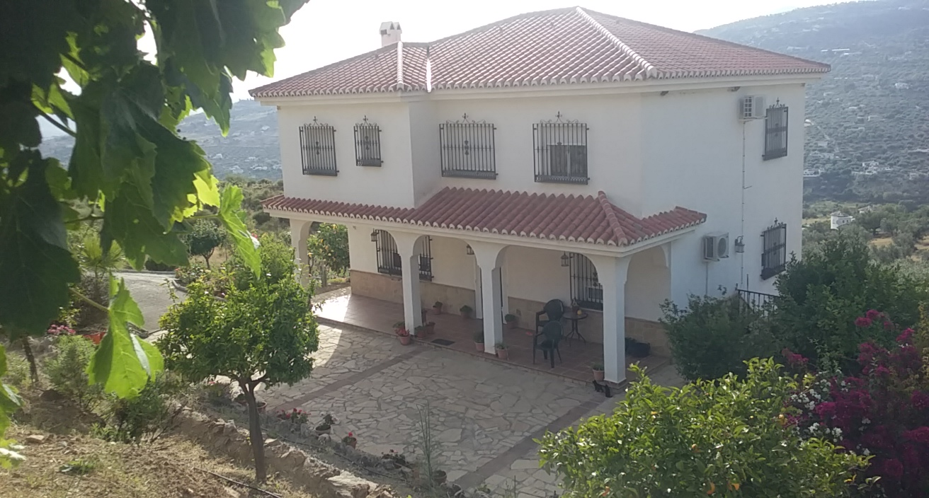 6 BED VILLA IN ALCAUCIN