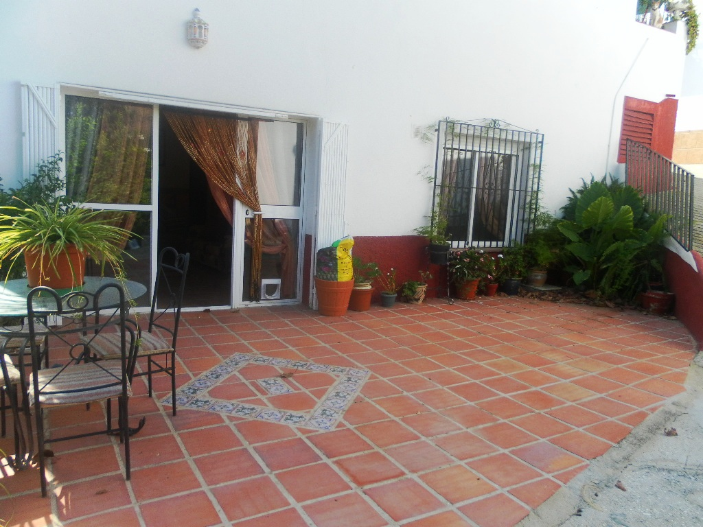 2 BED VILLAGE HOUSE WITH 3 BED APARTMENT – BENAMARGOSA – FOR SALE