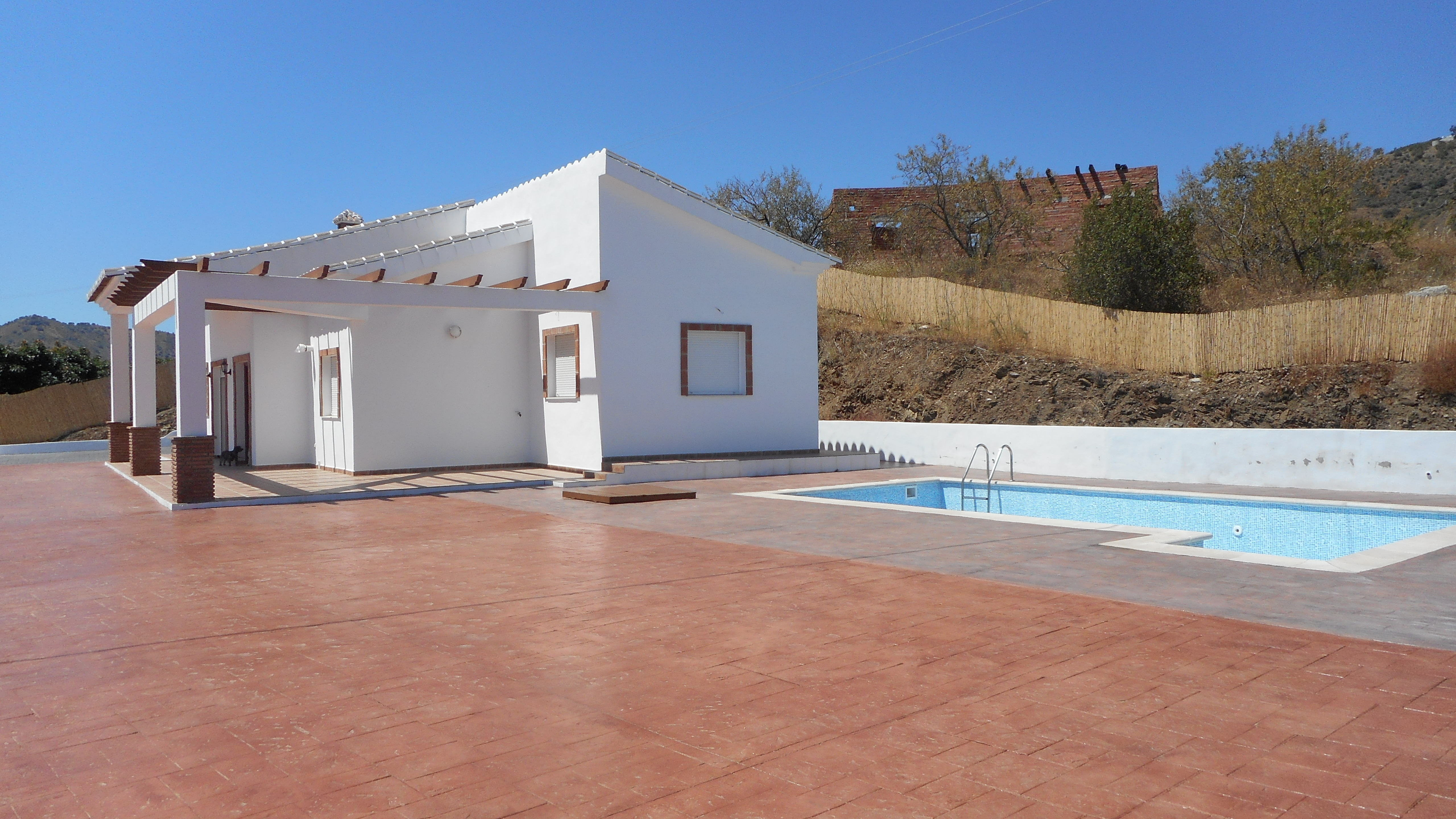 MODERN 3 BEDROOM VILLA NEAR TO COMARES