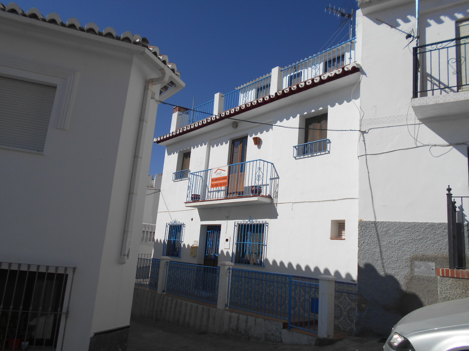 3 BEDROOM TOWNHOUSE IN PERIANA