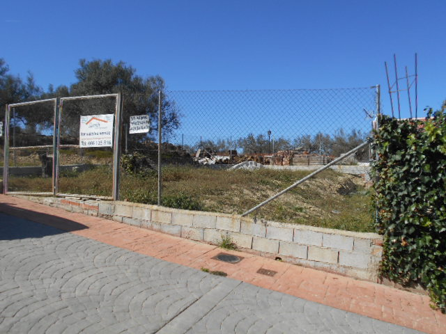 PLOT OF LAND FOR SALE IN A GREAT POSITION  LA VINUELA