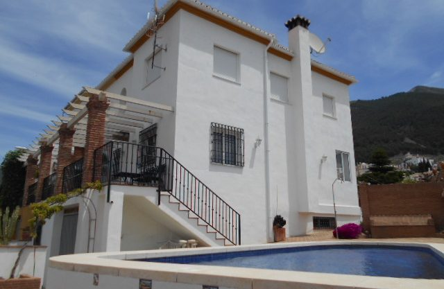 3 TO 4 BEDROOM LARGE VILLA ALCAUCIN FOR SALE