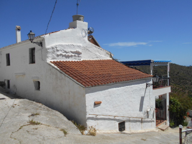 4 BEDROOM HAMLET HOUSE FOR SALE – DIAMALOS