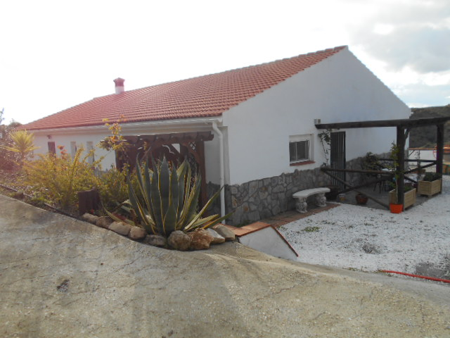 3 BED VILLA IN SEDELLA (Canillas de Aceitunas) FOR SALE