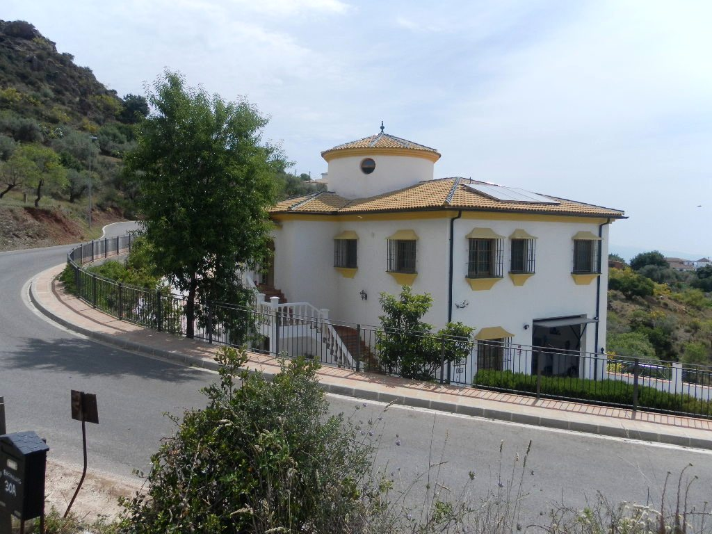 PRESTIGE PROPERTY COMARES BUSINESS OPPORTUNITY