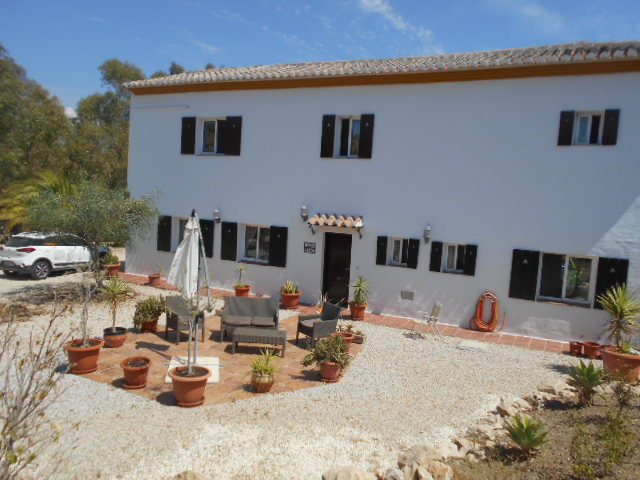 LARGE 4 BED VILLA SLEEPS 9 LAKE VINUELA