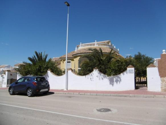 THIS 4 BEDROOM DETACHED  VILLA FOR SALE – MURCIA