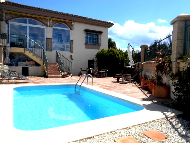 CHALET STYLE VILLA IN PUENTE DON MANUEL FOR SALE