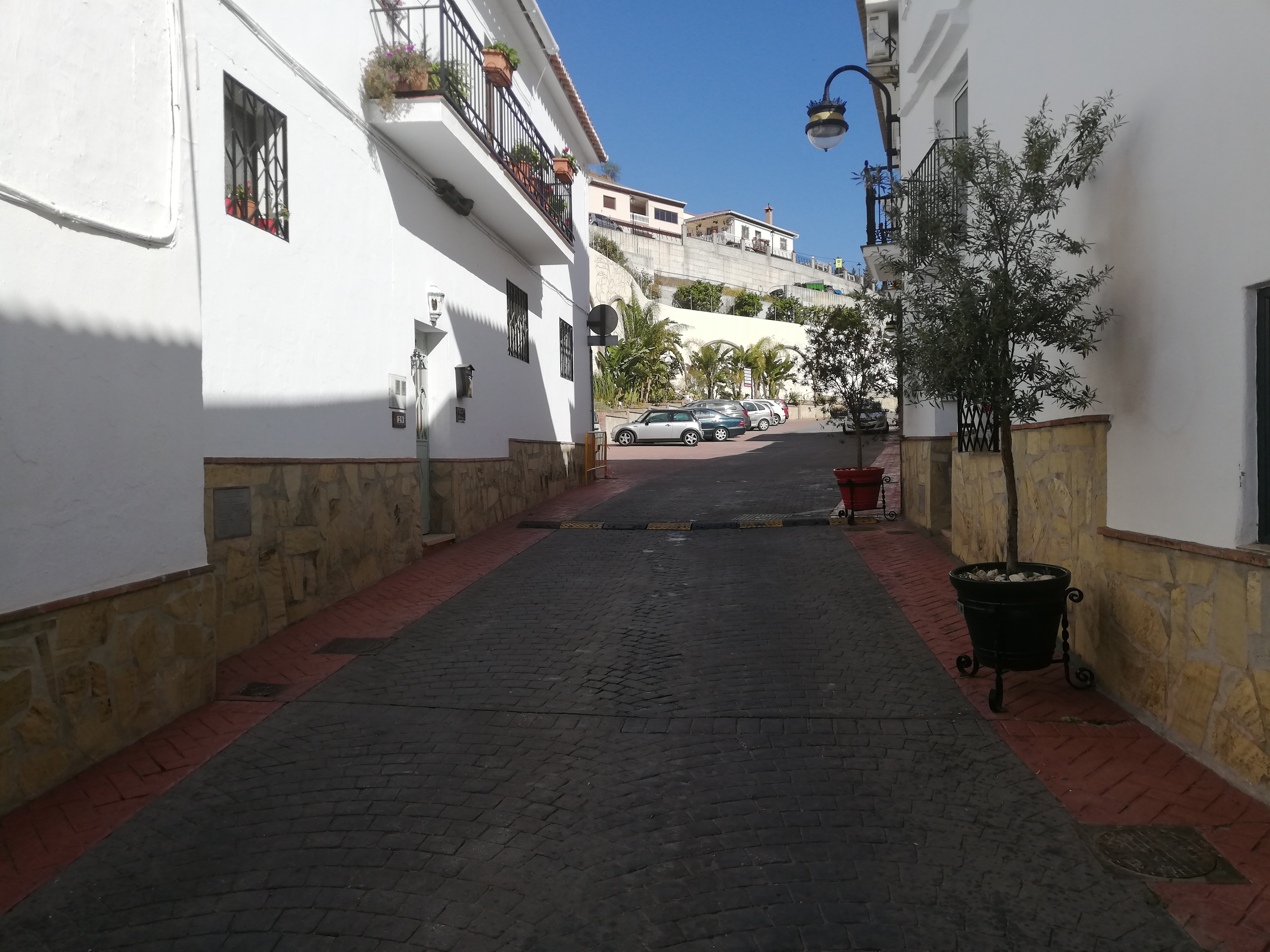 THIS TRADITIONAL 3 BEDROOM VILLAGE HOUSE FOR SALE – VINUELA