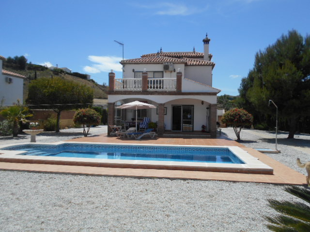 3/4 BEDROOM VILLA – LA VINUELA -FOR SALE