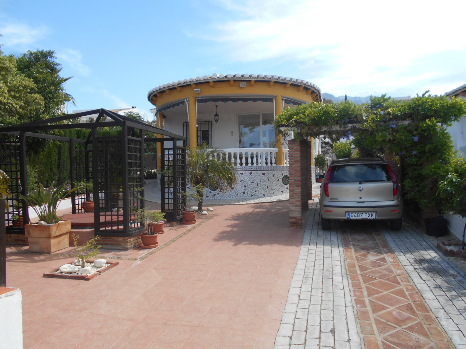 THIS 2 BEDROOM VILLA – FOR SALE – PUENTE DON MANUEL.