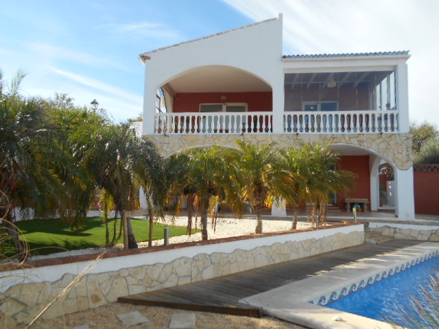 Exceptional Villa, Close to Lake Vinuela. 365,000