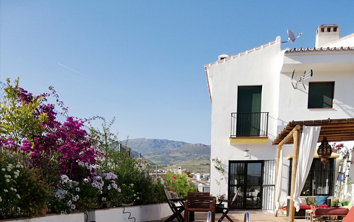 THIS 3 BEDROOM HOUSE – FOR SALE – PUENTE DON MANUEL