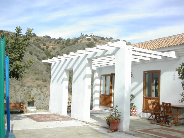 THIS DETACHED PROPERTY – FOR SALE – COMARES