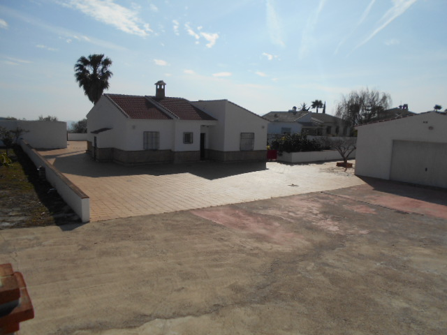 THIS 3 BEDROOM VILLA HOUSE – FOR RENT – RUBITE