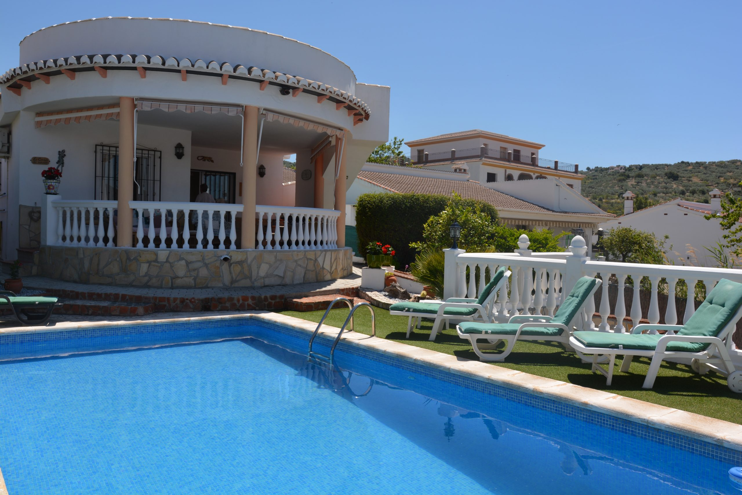 THIS 2 BED 2 BATH VILLA – FOR HOLIDAY LETS – PUENTE DON MANUEL.