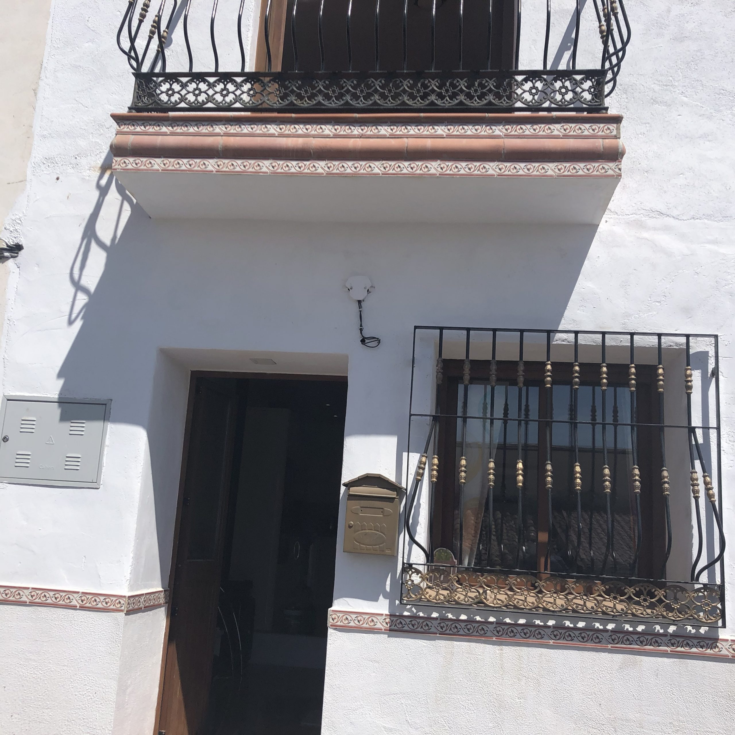 THIS 2 BED,2 BATH VILLAGE HOUSE – FOR SALE – PERIANA