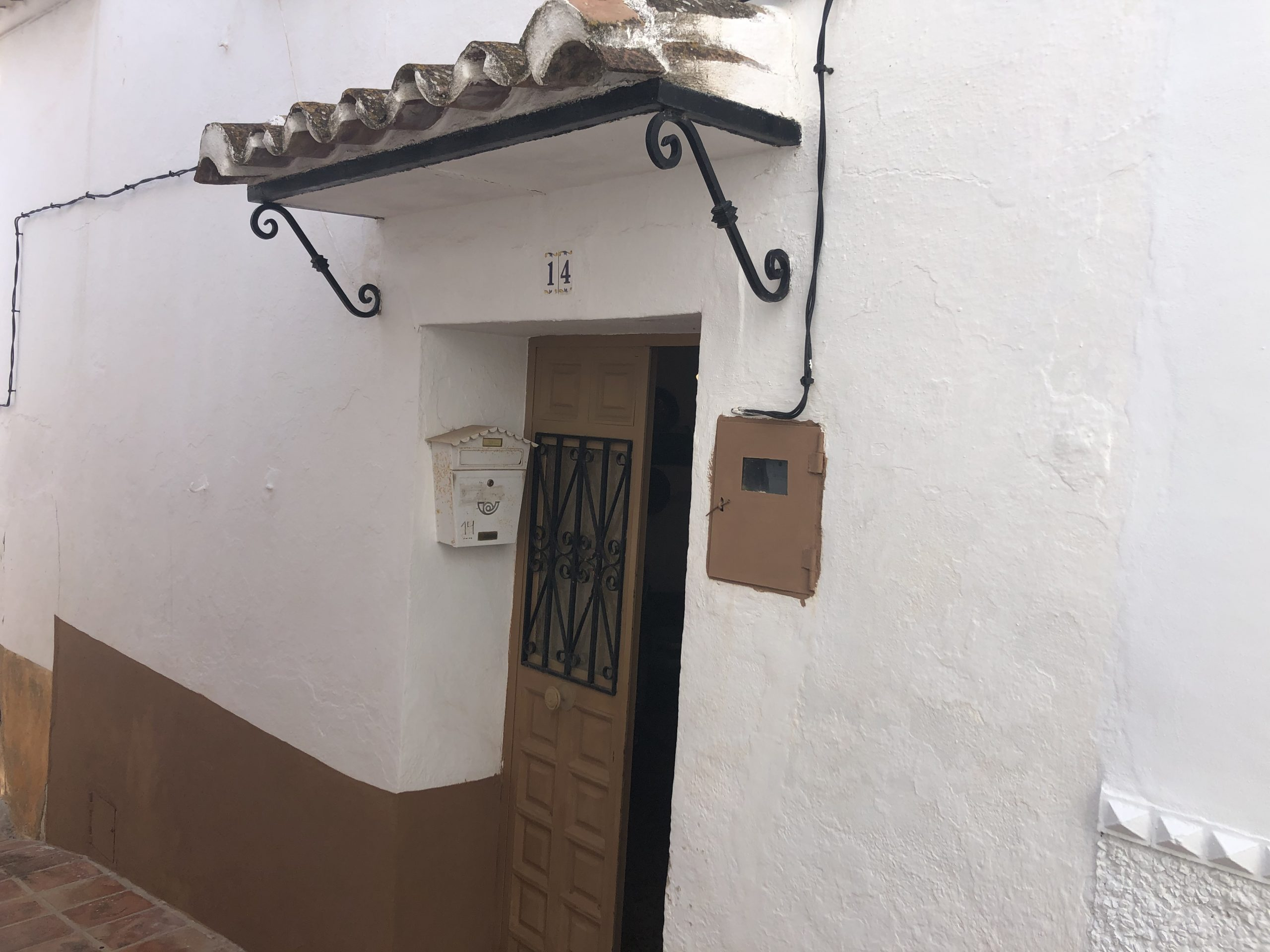THIS 3 BEDROOM VILLAGE HOUSE – FOR SALE – COMARES