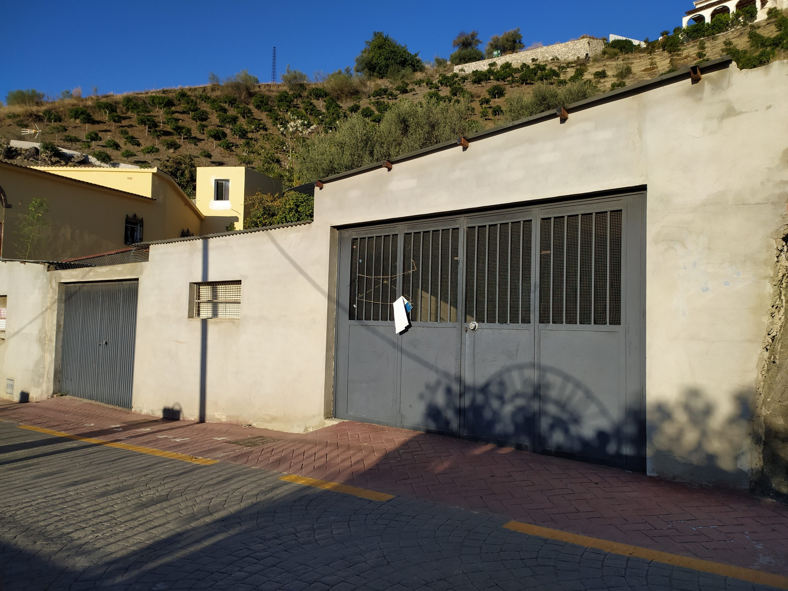 THIS URBAN PLOT WITH BUILT GARAGES – FOR SALE – VINUELA.