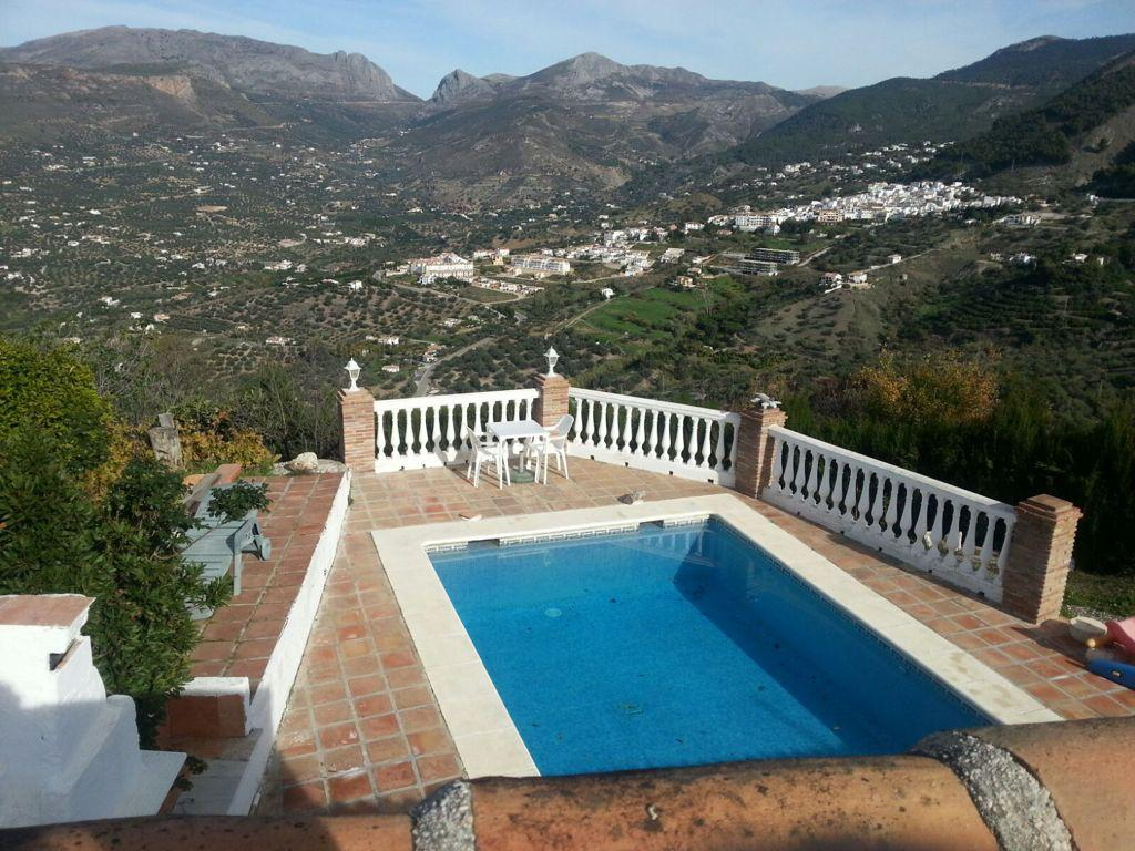THIS 4 BED HOUSE – FOR SALE – ALCAUCIN