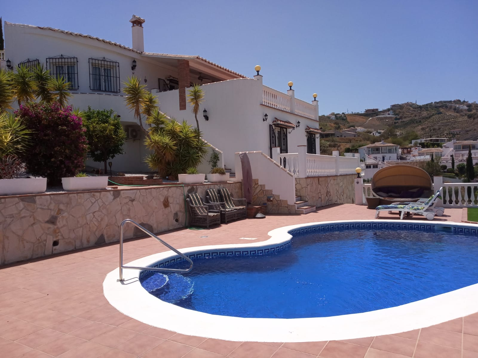 STUNNING 3 BED VILLA WITH VIEWS TO LAKE  – FOR SALE – LOS ROMANES